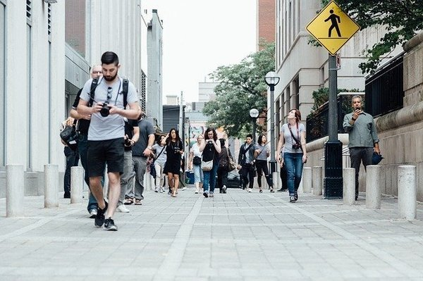 pedestrians-918471_640.jpg